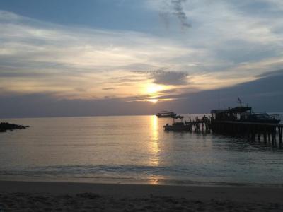 Coucher de soleil sur la Lazy Beach à Koh Rong Samloem