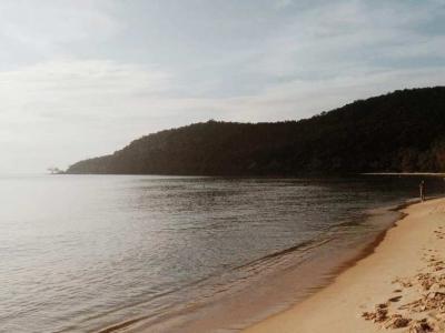 à travers la jungle. La plus belle plage du Cambodge.