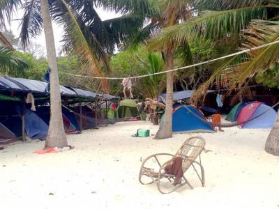 Des tentes de 2 à 3 places avec vue directe sur la mer