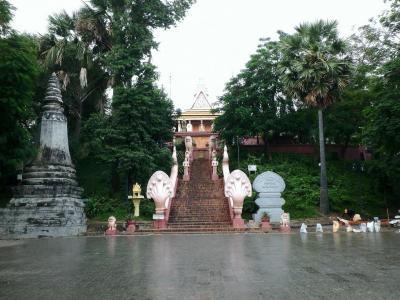 L'entrée du Wat phnom