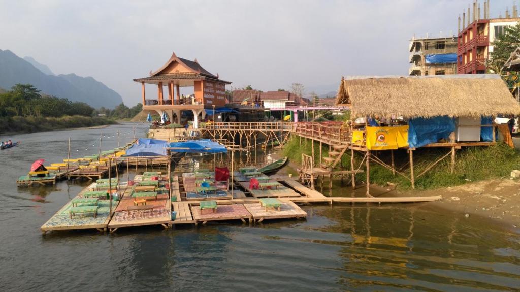 Van Vieng bar avec vue sur le Mekong