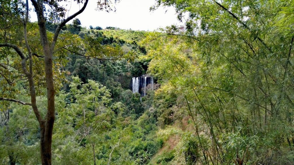 Cascade vertigineuse de Tad Tayicsua