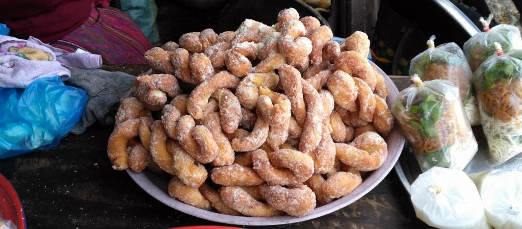 Les délicieux beignets du marché de Nahin