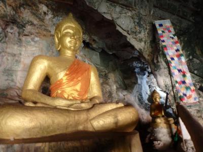 Le buddha de l' Elephant Cave à 20 km Thakhek
