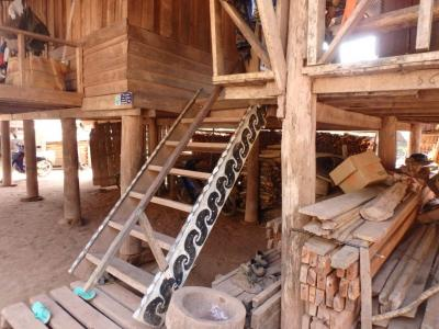 Escalier d'une maison Akha