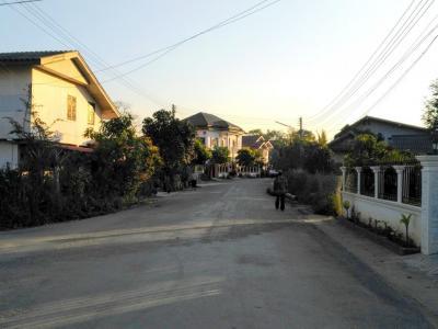 Rue tranquille à Oudomxay