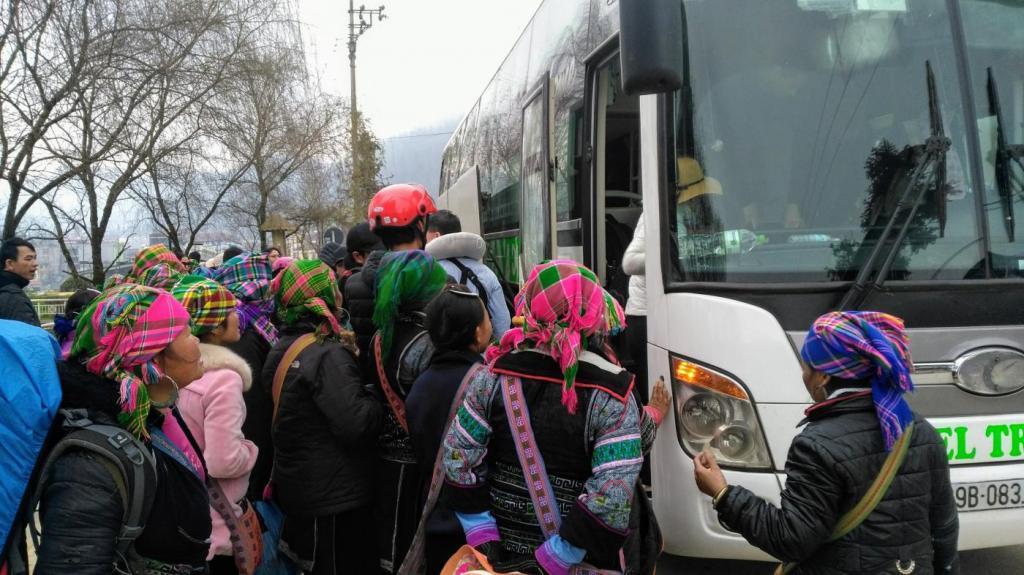 Arrivée du bus à Sapa (Vietnam)